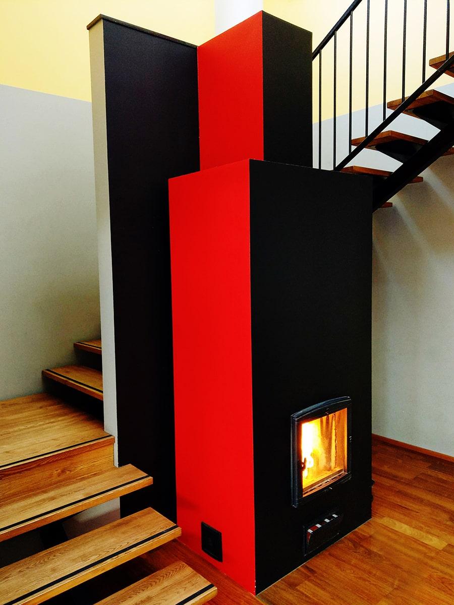 Musta värvi moodulahi Baruto punaste külgedega